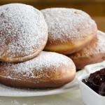 Cospargere di zucchero a velo e gustare
