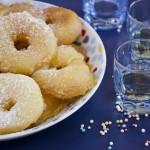 Spolverizzare di zucchero a velo e gustare